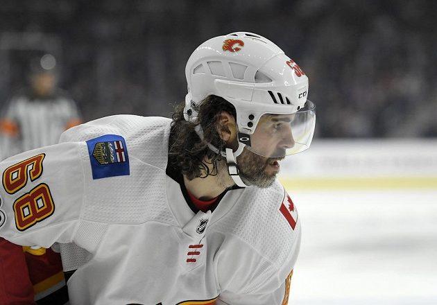 Premiéra Jaromíra Jágra v dresu Calgary Flames dopadla úspěšně. Český útočník se sice neprosadil, ale slavil výhru 4:3 v prodloužení na ledě Los Angeles.