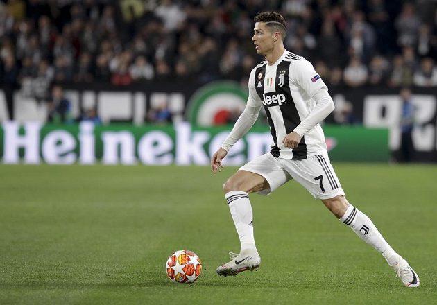 Cristiano Ronaldo byl ve středu pozornosti obrany Ajaxu