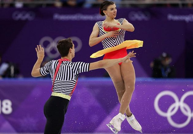České sportovní dvojici Anna Dušková, Martin Bidař se při olympijské premiéře dařilo i ve volné jízdě. S vystoupením mohou být spokojení.