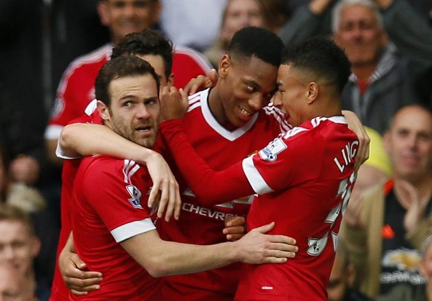 Anthony Martial slaví se spoluhráči 1000. gól Manchesteru United na Old Trafford