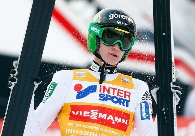 Slovinský skokan na lyžích Peter Prevc po prvním kole závodu v Innsbrucku.