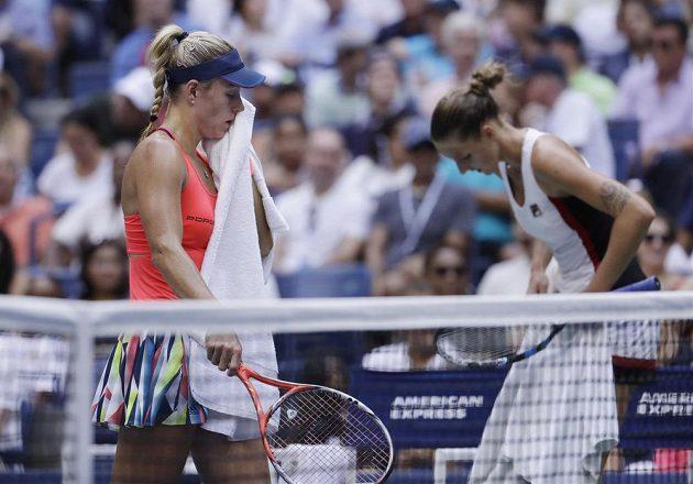 Vyčerpávající drama ve vedru. Angelique Kerberová (vlevo) z Německa a Karolína Plíšková ve finále US Open.