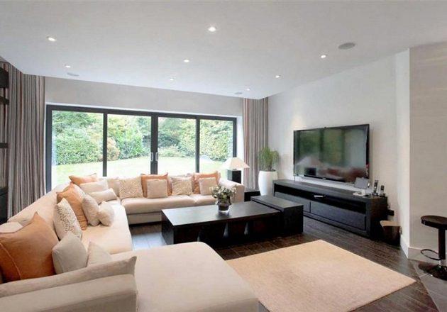 Pogbův obývací pokoj.