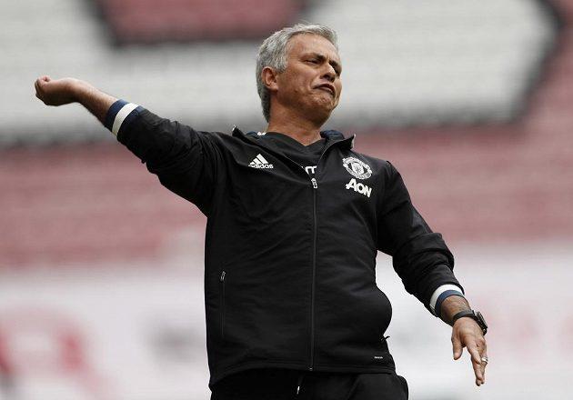 José Mourinho intenzivně prožíval zápasovou premiéru na lavičce Manchesteru United na hřišti Wiganu.