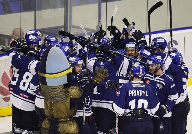 Hokejisté Kladna se radují z vítězství v utkání s Jihlavou v semifinále play off první ligy.