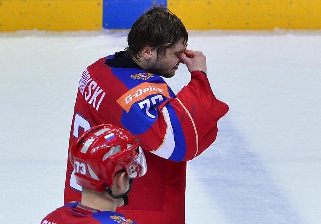Brankář ruského týmu Sergej Bobrovskij po prohraném semifinále s Finskem.