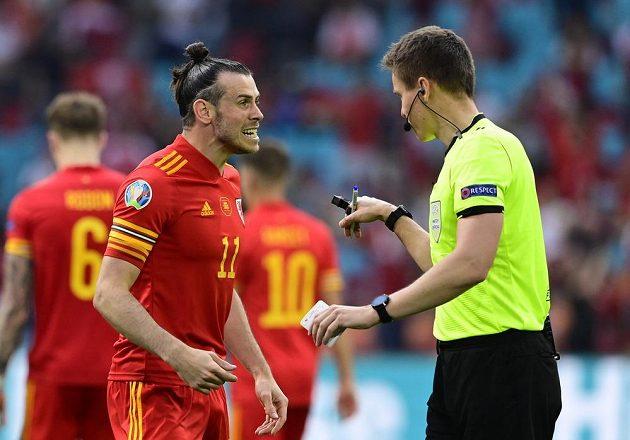 Velšan Gareth Bale v bouřlivé diskusi s rozhodčím