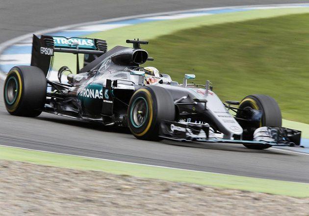 Britský pilot Lewis Hamilton neměl na Hockenheimringu soupeře, úřadující šampión zvítězil zcela jednoznačně.