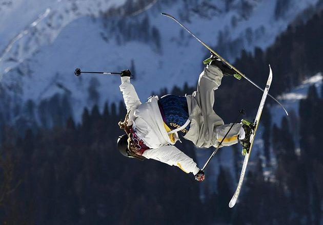 Švéd Henrik Harlaut ve slopestylu v areálu Roza Chutor.
