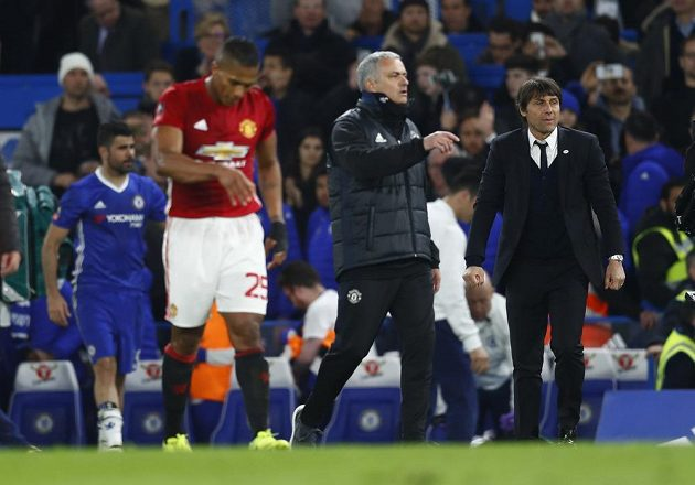 Fotbalisté Manchesteru United prohráli ve čtvrtfinále Anglického poháru s Chelsea 0:1 a trofej neobhájí.