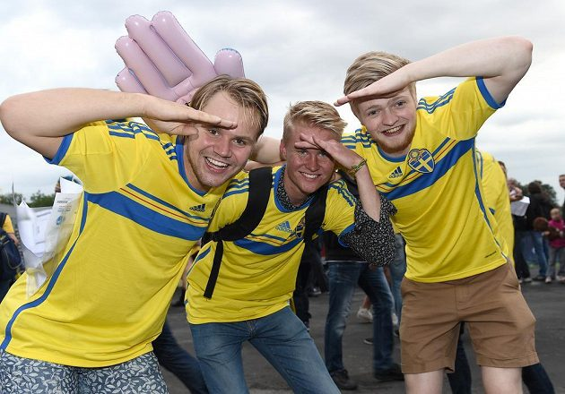 Fanoušci Švédska před semifinálovým utkáním EURO 2015 hráčů do 21 let s Dánskem.