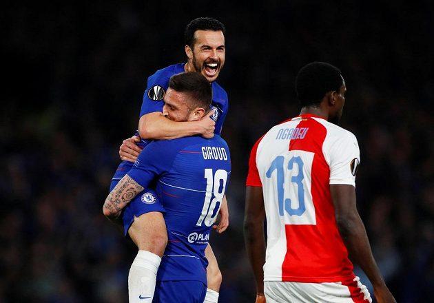 Fotbalista Chelsea Olivier Giroud slaví gól v síti Slavie v utkání Evropské ligy.