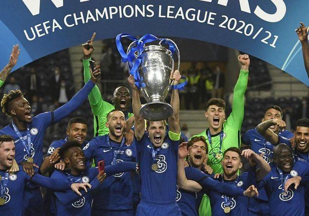 Šampioni! Chelsea slaví zisk trofeje nejcennější...
