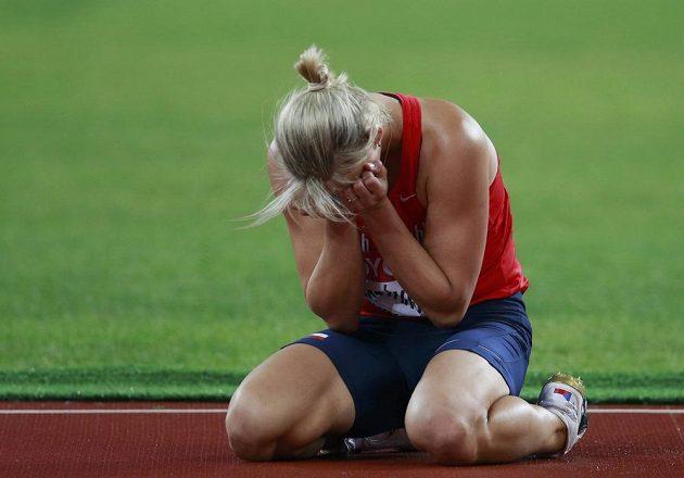 Smutná oštěpařka Barbora Špotáková ve finále MS v Pekingu.