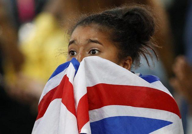 Dcera Mo Faraha Rihanna sleduje svého otce při závodě na 5000 m v Londýně při MS.