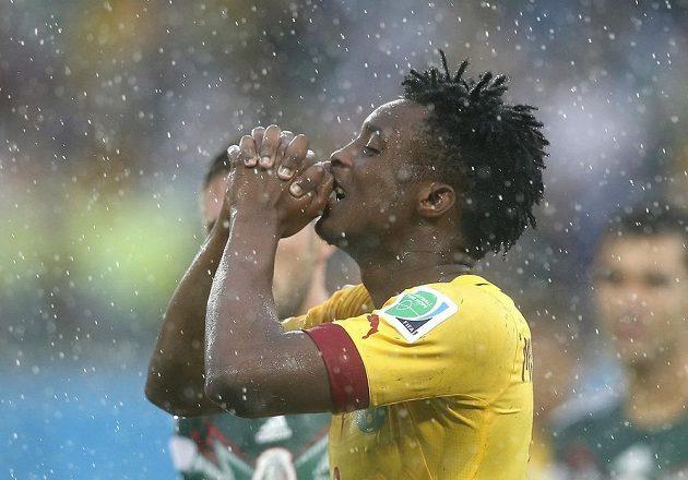 Kamerunec Benjamin Moukandjo jakoby nechtěl věřit, že jeho hlavičku v závěru mexický brankář Guillermo Ochoa vyrazil.