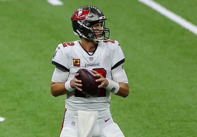 Hvězdnému quarterbackovi Tomovi Bradymu první zápas za Tampu Bay Buccaneers nevyšel.