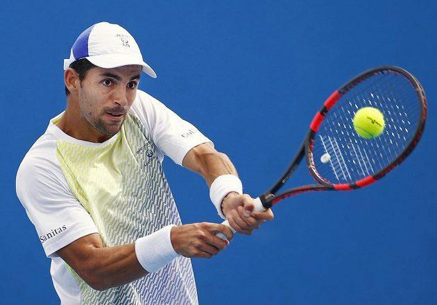 Kolumbijec Santiago Giraldo v utkání 1. kola Australian Open proti českému tenistovi Janu Hernychovi.