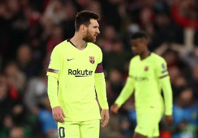 Barcelonský Lionel Messi ví, že je zle. Jeho tým právě počtvrté inkasoval.