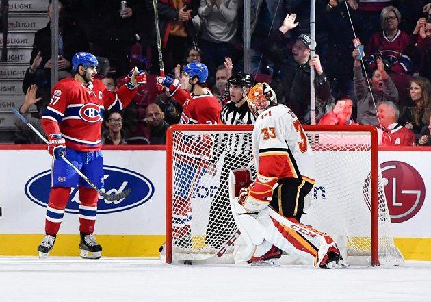 Hokejisté Montrealu sice slaví, gólman Calgary David Rittich byl překonán, ale z vítězství v prodloužení se nakonec v utkání NHL radovaly Plameny.