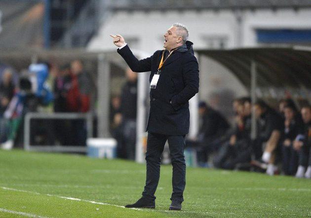 Trenér Astry Marius Sumudica při utkání v Plzni.