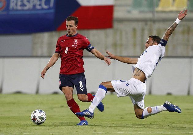 Vladimíra Daridu se snaží zastavit Grigoris Kastanos z Kypru.