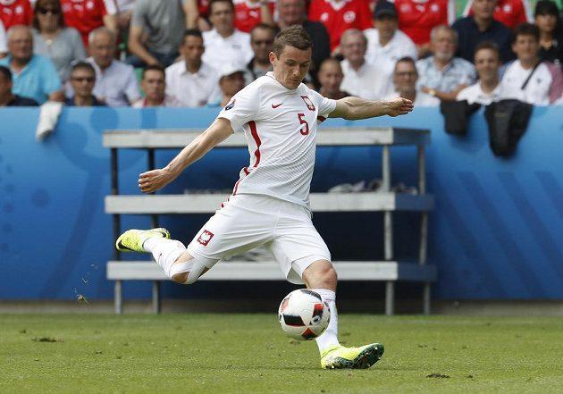 Plák Krzysztof Maczynski střílí v zápase proti Švýcarsku.