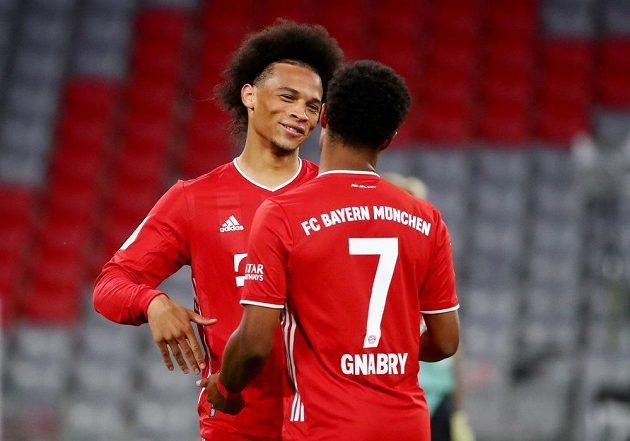 Mistrovský Bayern Mnichov vstoupil do nové sezony německé fotbalové ligy demolicí Schalke, které před prázdnými tribunami svého stadionu porazil 8:0. Gól slaví Serge Gnabry a Leroy Sané.