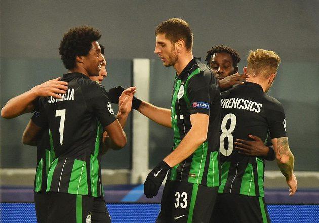 Hráči Ferencvároše se radují z překvapivého vedení