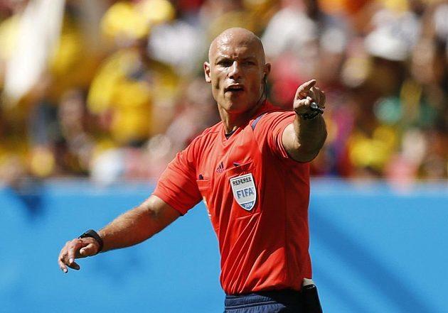 Rozhodčí Howard Webb z Anglie při zápase Kolumbie - Pobřeží slonoviny.