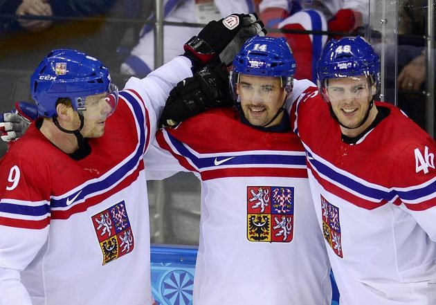 Čeští hokejisté (zleva) Milan Michálek, Tomáš Plekanec a David Krejčí se radují z gólu proti Slovensku.