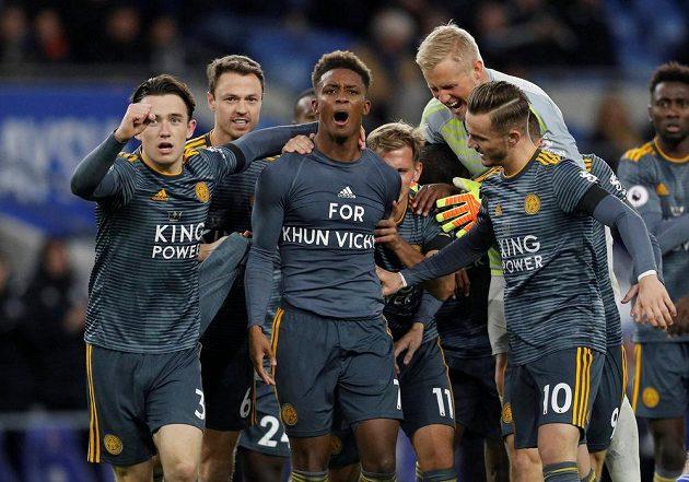Fotbalisté Cardiffu se radují v utkání s Brightonem.