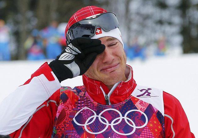 Švýcara Daria Colognu přemohly po triumfu ve skiatlonu emoce.