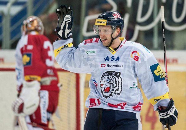 Liberecký Tomáš Pospíšil se raduje z gólu, který vstřelil slávistickému brankáři Dominiku Furchovi.