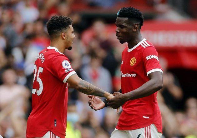 Hvězda Manchesteru United Jadon Sancho střídá Paula Pogbu.