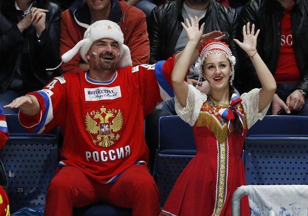 Ruští fanoušci na hokejovém MS během utkání s Itálií.