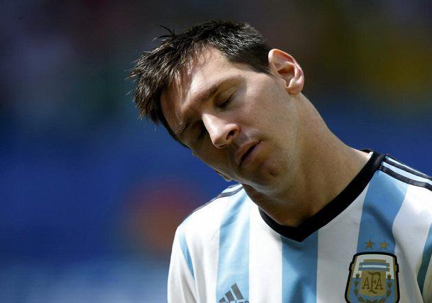 Soustředěný Argentinec Lionel Messi při hymně před začátkem čtvrtfinále MS s Belgií.