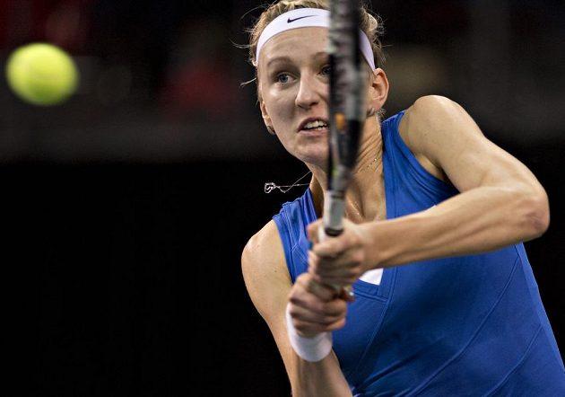 Česká tenistka Tereza Smitková během dvouhry při fedcupovém duelu proti Kanadě.
