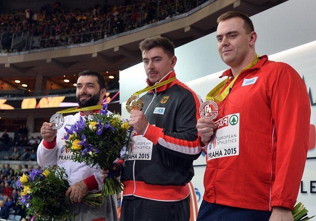 Nejúspěšnější koulaři HME v Praze (zprava) bronzový domácí reprezentant Ladislav Prášil, vítěz David Storl z Německa a stříbrný Asmir Kolašinac ze Srbska.