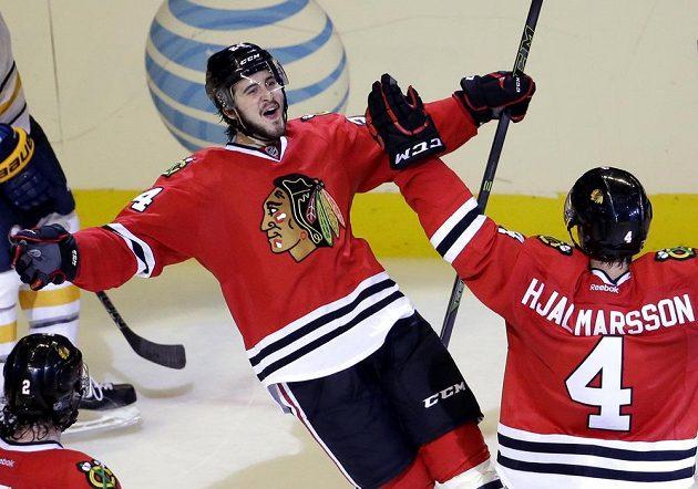 Kanaďan Phillip Danault (24) slaví svůj premiérový gól v NHL.