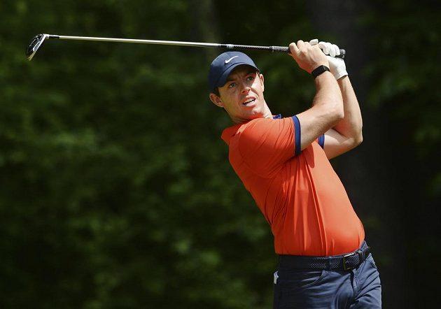 Golfista Rory McIlroy v akci.