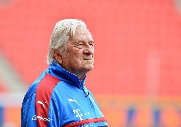 Karel Brückner na tréninku české fotbalové reprezentace.