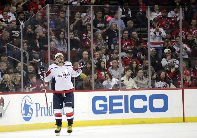 Rus Alexander Ovečkin rozhodl v prodloužení o vítězství Washingtonu na ledě Detroitu.