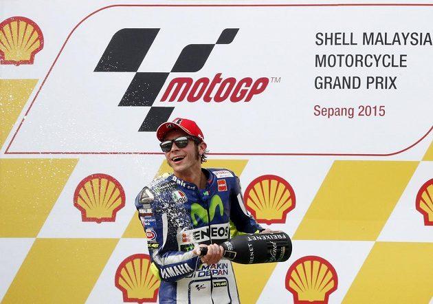 Italský závodník Valentino Rossi slaví třetí místo ve Velké ceně Malajsie.