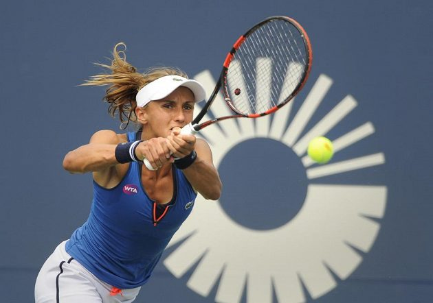 Ukrajinská tenistka Lesja Curenková v zápase s Lucií Šafářovou v semifinále turnaje v New Havenu.