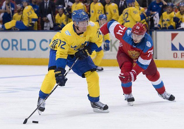 Švédský hokejista Patric Hornqvist (72) střílí v utkání Světového poháru proti Rusku.