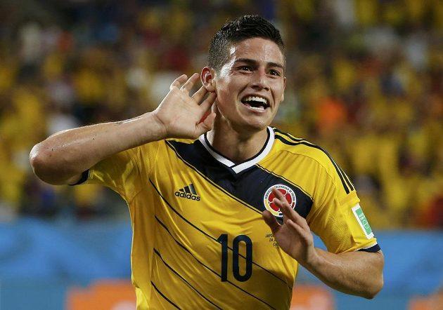 Kolumbijský záložník James Rodríguez slaví gól proti Japonsku.