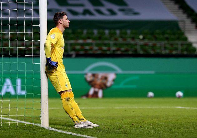 Zklamaný brankář Werderu Brémy Jiří Pavlenka po prohraném pohárovém semifinále s Lipskem.