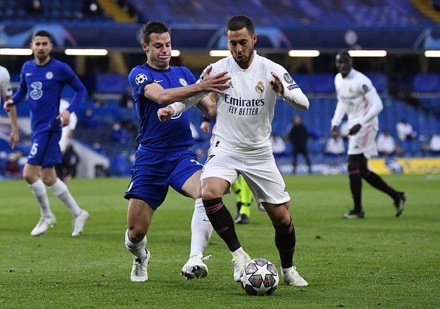 Domácí Cesar Azpilicueta s Edenem Hazardem z Realu Madrid