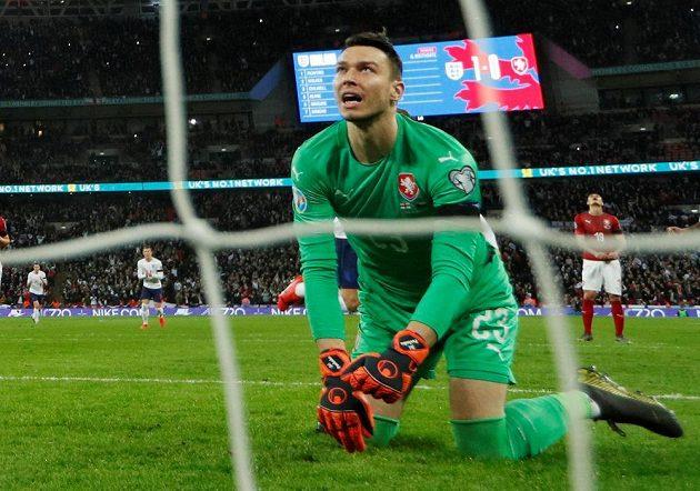 Jiří Pavlenka po druhém inkasovaném gólu od Angličanů.
